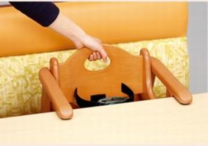 はま寿司に用意してある子供用椅子、補助椅子の参考画像2